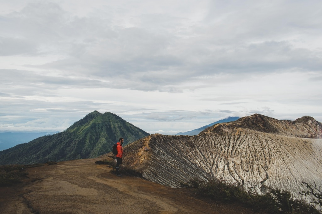 looking into the ijen crater