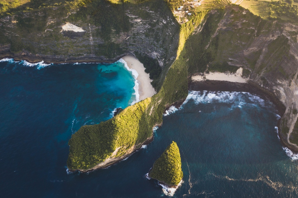 drone shot of kelingking in nusa penida